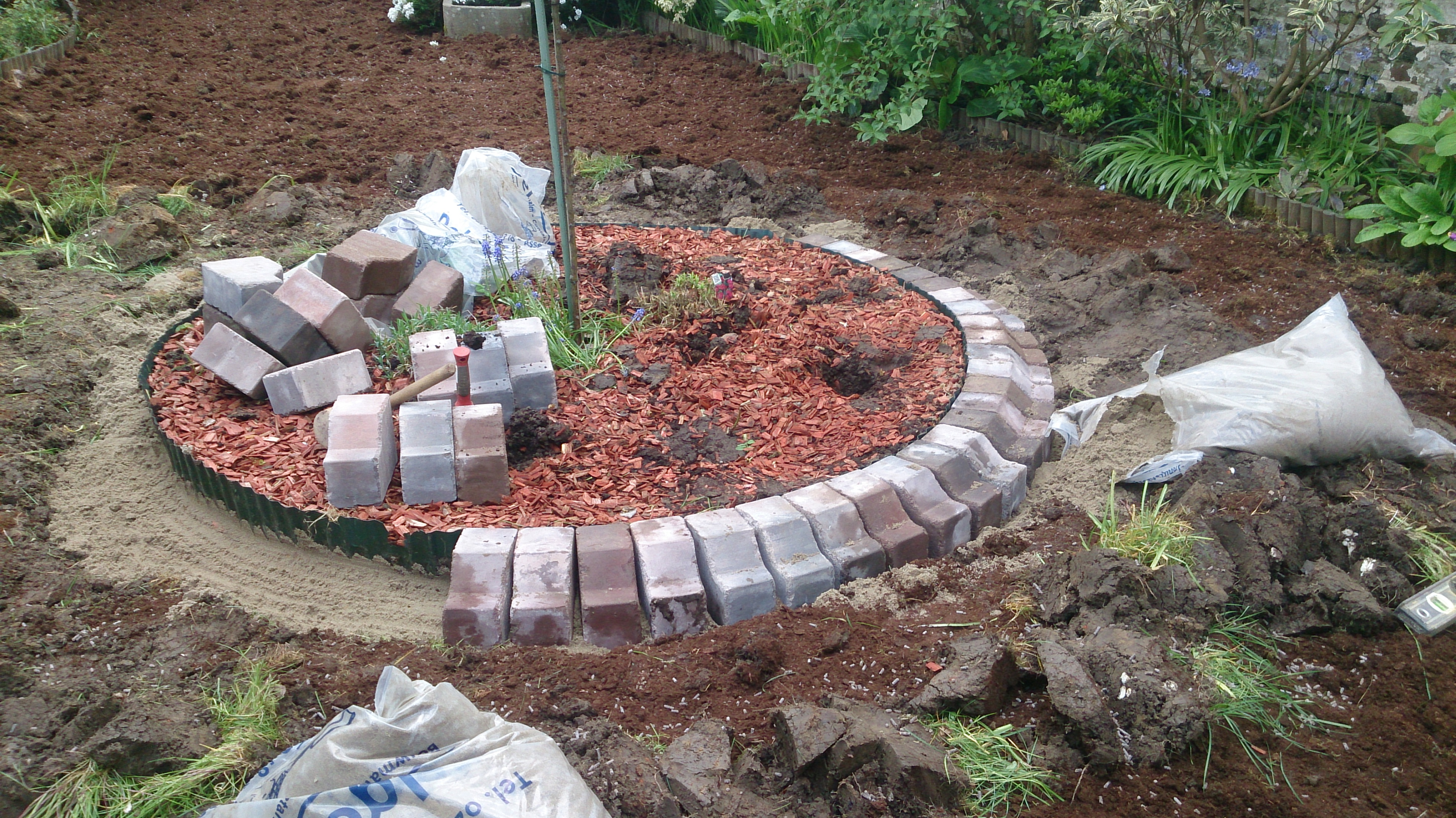 Avant apr s pose d 39 une bordure tondeuse plaisir vert - Bordure de jardin special tondeuse ...