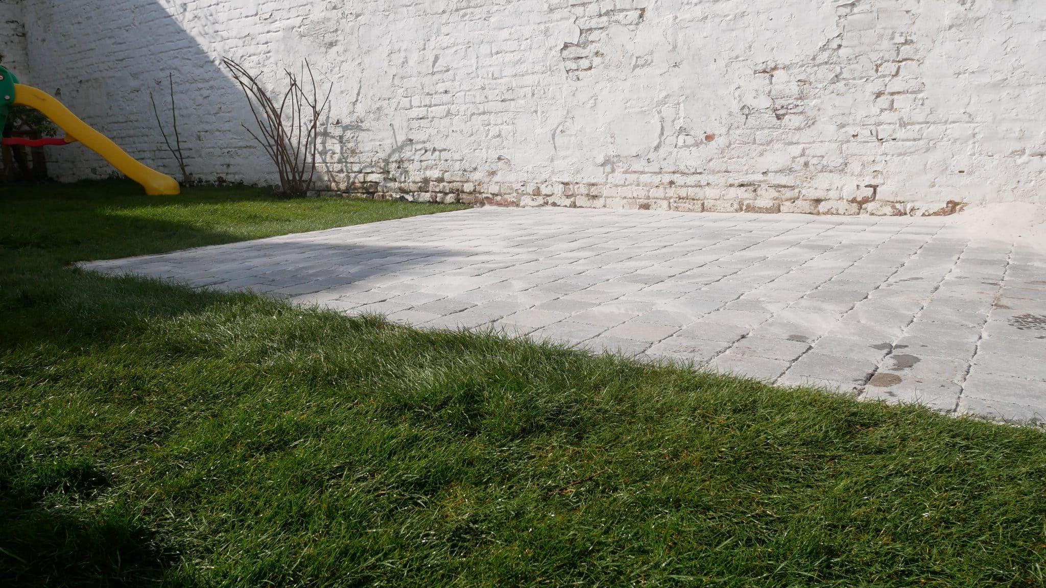 Terrasse en klinkers avec bordure invisible - Plaisir Vert