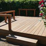 Terrasse avec escalier, rambarde de sécurité et pente douce