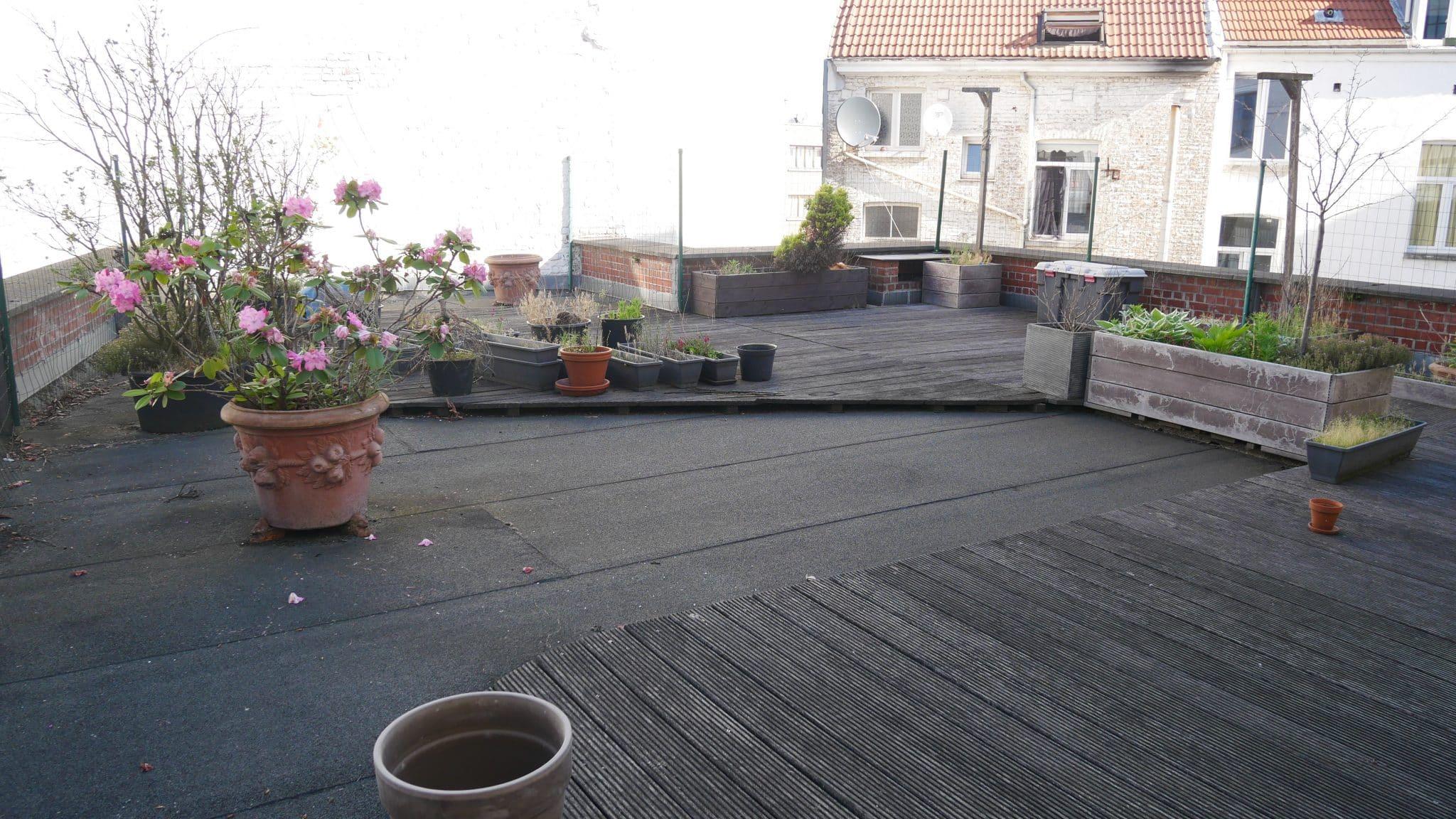 faire une terrasse sur un toit faire une terrasse sur un toit faire sa terrasse bois elegant. Black Bedroom Furniture Sets. Home Design Ideas